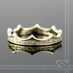 thin petite ladies 14k gold crown ring