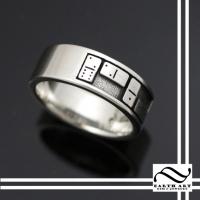 Domino Ring!